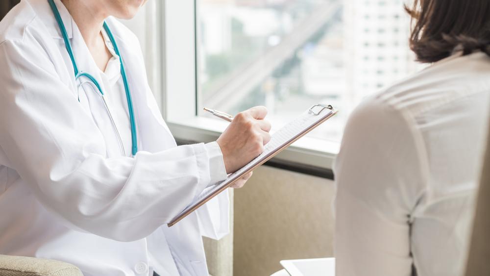 COVID-19. Wrazie zachorowania poproś lekarza owszystkie informacje na temat swojego stanu zdrowia.