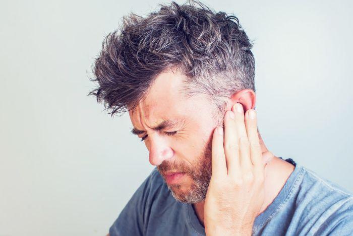 Powikłaniem grypy może być zapalenie ucha środkowego