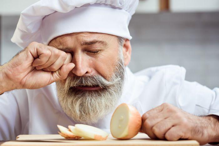 Łzy podczas krojenia cebuli to zjawisko naturalne