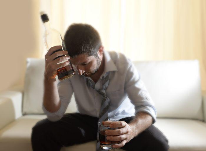 Uzależnienie od alkoholu prowadzi do nieodwracalnych zmian worganizmie.