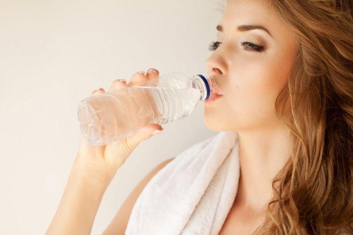 Woda pozytywnie wpływa na urodę.