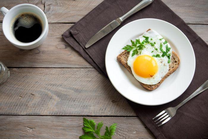 Jajka najlepiej jeść zproduktami pozbawionymi tłuszczów nasyconych itrans