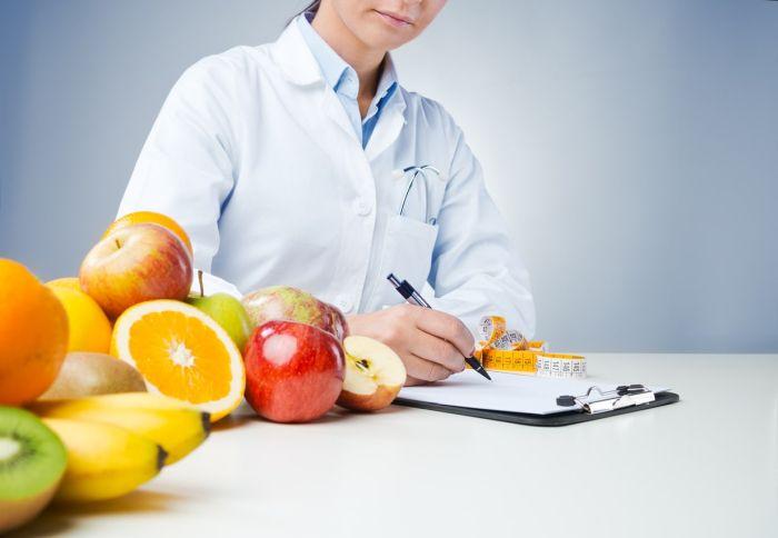 Dietetyk zajmuje się wpływem żywności iżywienia na zdrowie człowieka