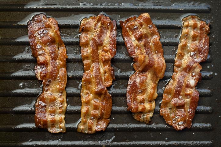 Jak obniżyć cholesterol? Zamień tłuste mięso na chudy drób.