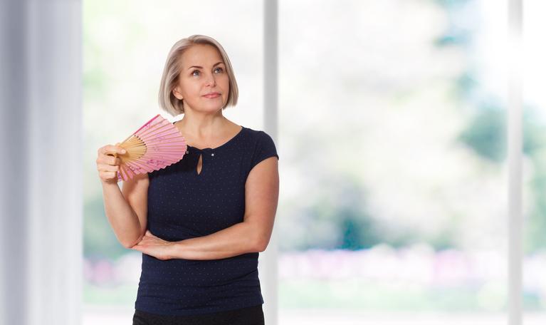 Uderzenia gorąca są najczęstszym objawem menopauzy iokresu okołomenopauzalnego. Można je złagodzić.
