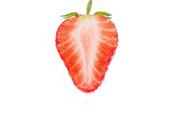 Truskawki akalorie: 100 gowoców ma tylko 32 kcal.