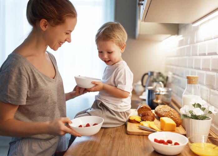 Zadbaj, by śniadanie dziecka było pełnowartościowym posiłkiem.