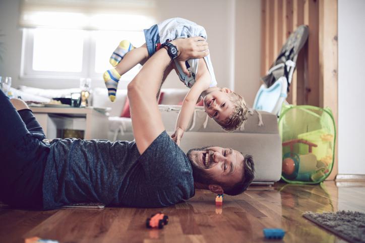 Koronawirus: kiedy place zabaw są zamknięte, rodzice muszą wykazać się pomysłowością, jak rozładować energię dziecka.
